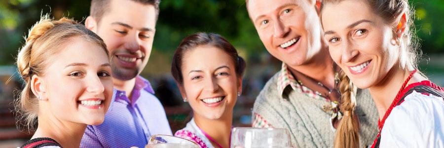 Biergartenszene für Bier europaweit online kaufen bei BierStars.de